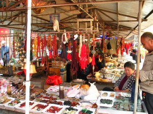 Low End Dealers Take Pedestrian Sidewalk Space in Xuzhou's Antiques Mall