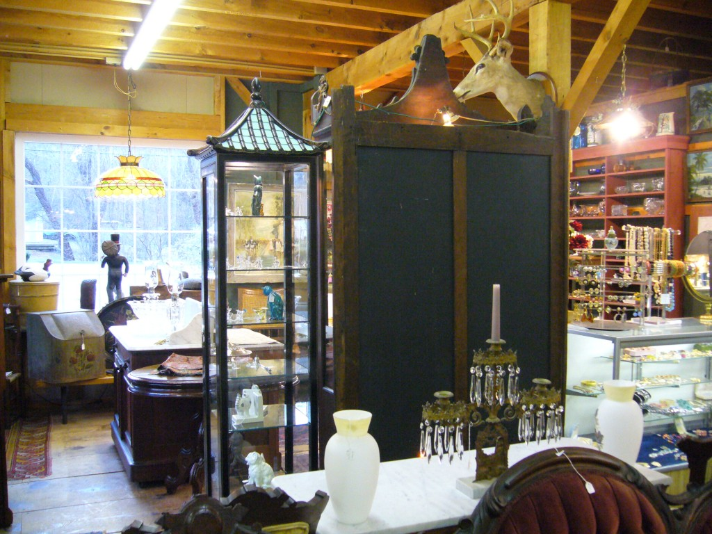 Van's Elegant Antiques, with elegance and novelty